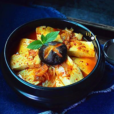 韩式泡菜豆腐锅:夏日火辣素菜