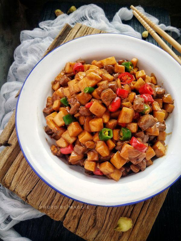 家常菜~杏鲍菇烧牛肉粒的做法