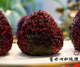 传说中最受欢迎的宝贝饭——紫米肉松饭团#小妙招擂台#的做法