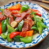 #憋在家里吃什么#广式腊肠和它这样炒着吃,味道超赞的做法图解7