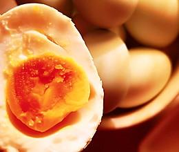 #换着花样吃早餐#自制~冒油咸鸭蛋的做法