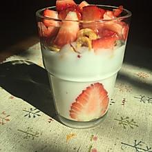 高颜值草莓酸奶