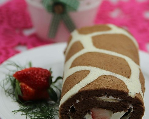 """给蛋糕穿一件漂亮的""""豹纹衣"""" --- 草莓豹纹奶油卷(附十一款美味蛋糕详细做法)"""