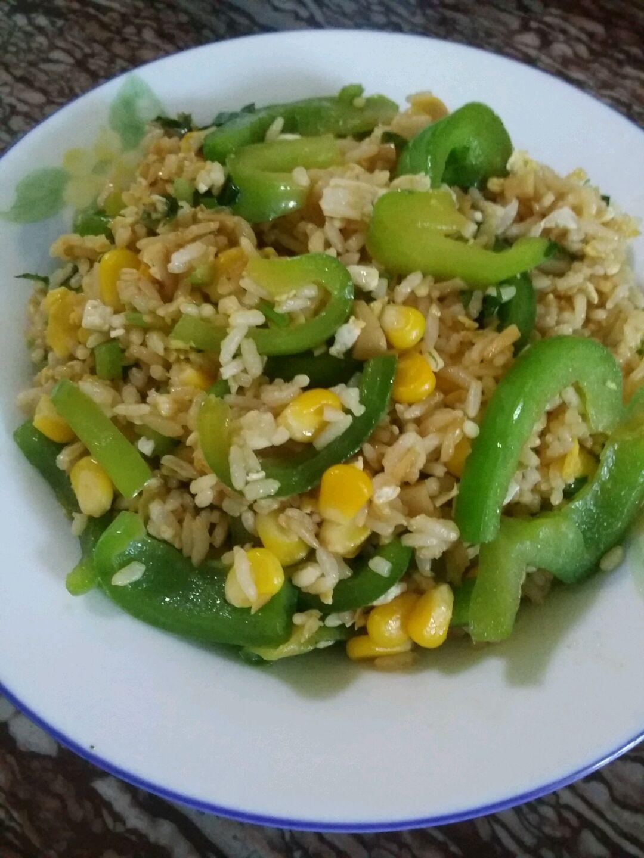 我家的厨房_青椒蛋炒饭怎么做_青椒蛋炒饭的做法视频_豆果美食