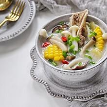 筒骨菌菇汤