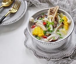 筒骨菌菇汤的做法