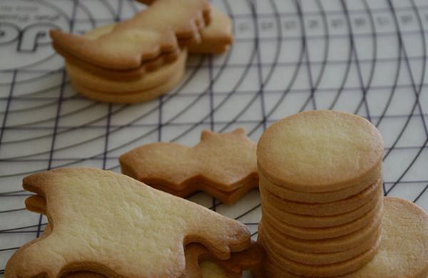 超简单!好吃又平整的糖霜饼干底的做法(附贴心小提示哦)