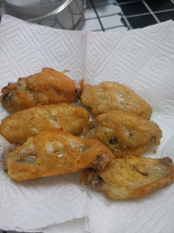 蒜香炸鸡翅的做法