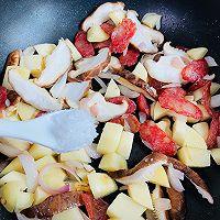 #憋在家里吃什么#香菇土豆腊肠焖饭的做法图解11