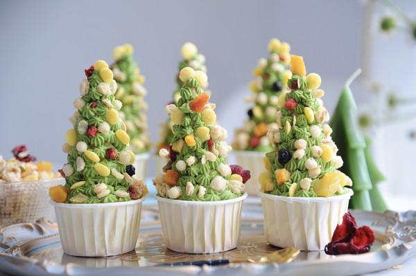藜麦脆圣诞树杯子蛋糕