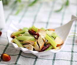 解腻清爽降血压养生菜——西芹炒烟熏豆干的做法