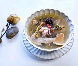 石斛墨斗鱼鸡汤的做法