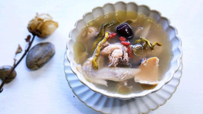石斛墨斗鱼鸡汤
