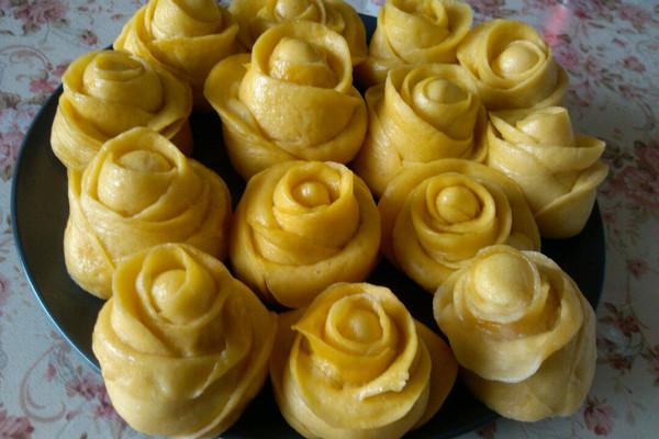情人玫瑰——果蔬花式馒头(可做宝宝辅食)的做法