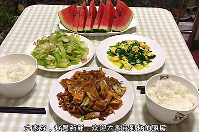 晚餐时刻 韭菜炒蛋 芹菜炒百合 煎鱼干
