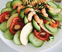 牛油果虾仁蔬菜沙拉+#丘比沙拉汁#的做法
