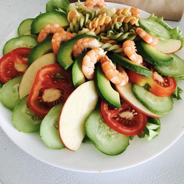 牛油果虾仁蔬菜沙拉+的做法