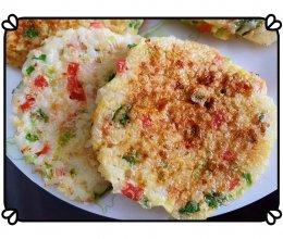快手营养早餐:剩米饭化身香喷喷鸡蛋米饼的做法