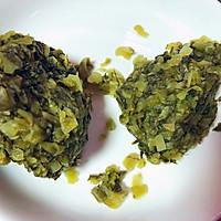 #餐桌上的春日限定#酸菜炒蚕豆米的做法图解2