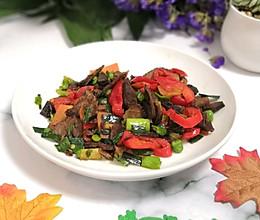 #10分钟早餐大挑战#牛肉煸炒红椒的做法