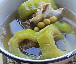 苦瓜黄豆骨头汤的做法