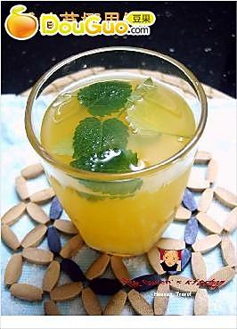 香蜂草椰果饮的做法