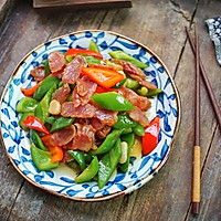 #憋在家里吃什么#广式腊肠和它这样炒着吃,味道超赞的做法图解6