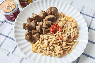 金针菇辣炒牛肉丸