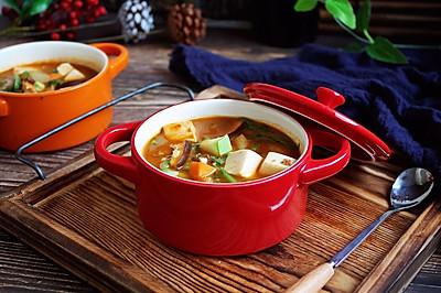 海鲜(白蚬子)豆腐大酱汤