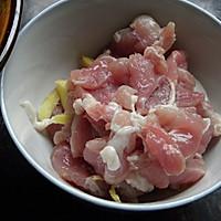 胡萝卜莴笋炒肉片的做法图解3