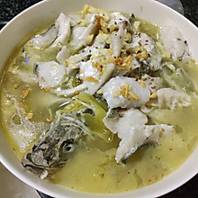酸菜海鲈鱼