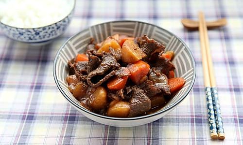 牛肉煮土豆的做法