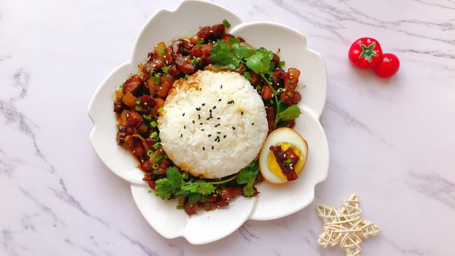 #春天肉菜这样吃#卤肉饭~的做法