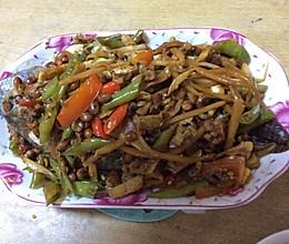 酸笋黄豆闷鱼的做法