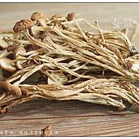茶树菇排骨汤:味纯清香的老火汤的做法图解4