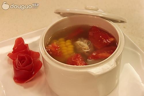 玉米排骨西红柿汤