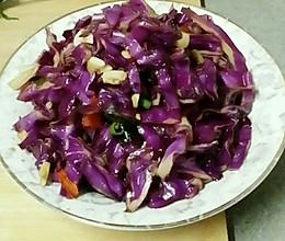油泼炝拌紫甘蓝(简单又好吃的做法~)的做法