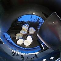 椒蘑炒腊肠的做法图解3