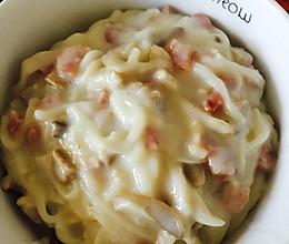 蘑菇白汁培根烩面条的做法
