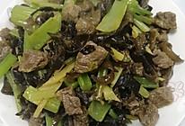 芹菜木耳丝炒牛肉的做法