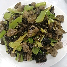芹菜木耳丝炒牛肉