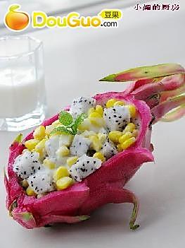 酸奶火龙果沙拉