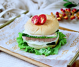 #秋天怎么吃#快手午餐肉黄瓜汉堡包的做法