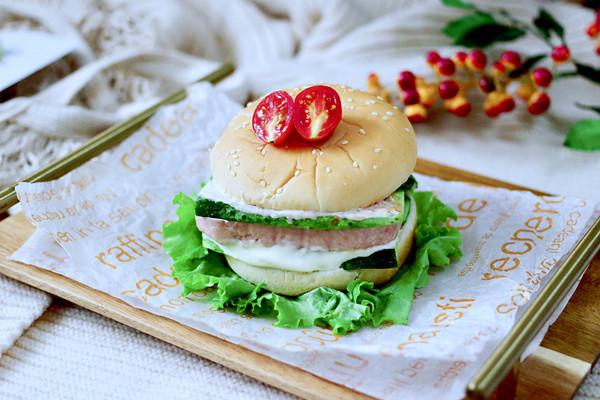 快手午餐肉黄瓜汉堡包的做法