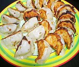 锅贴(白菜猪肉饺子)的做法