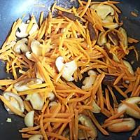 胡萝卜炒香菇的做法图解5