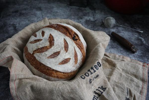 铸铁珐琅锅版免揉红糖核桃全麦欧包,低糖无油健康早餐的做法