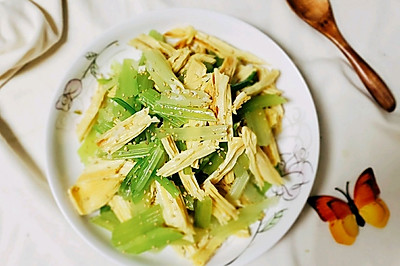 清脆爽口的腐竹拌芹菜