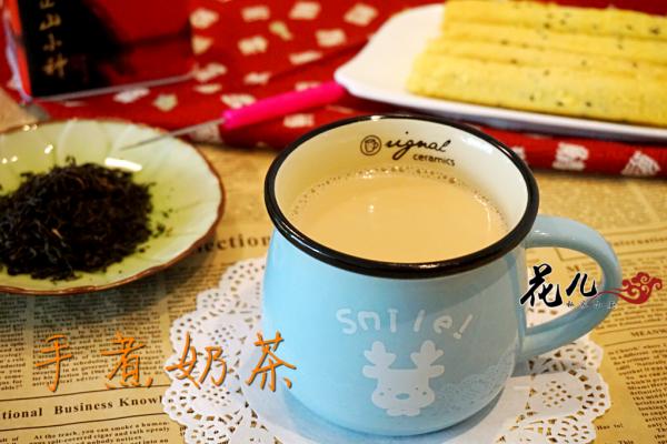 5分钟教你做浓香手煮奶茶的做法
