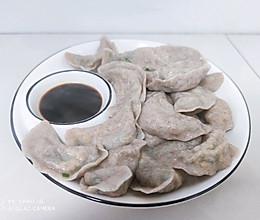 黑全麦粉鸡蛋韭菜山药粉条馅素饺子的做法